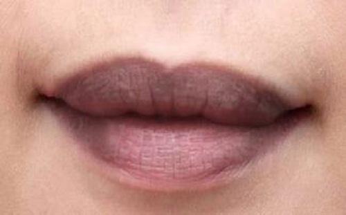 Giải mã điềm báo giật môi nháy môi theo giờ là tốt hay xấu