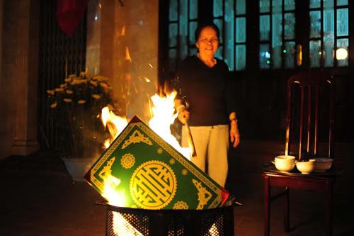 Lễ tạ năm mới: Văn khấn hóa vàng cần chú ý điều gì